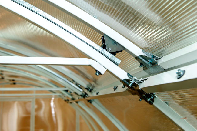 Система открытия крыши теплицы